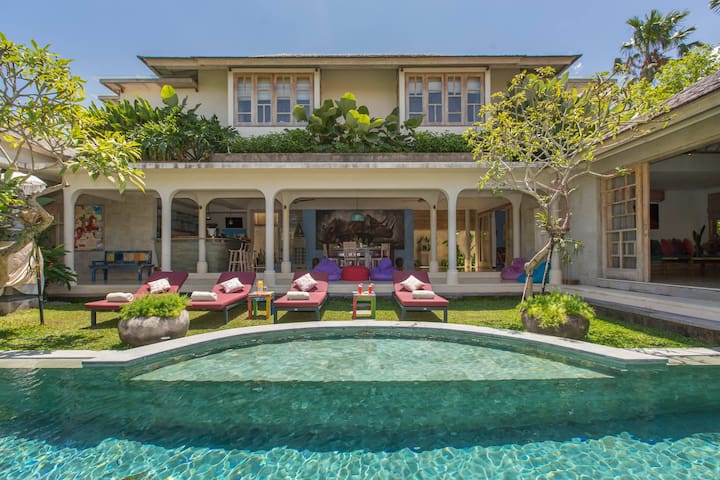 COSMOPOLITAN 3BR villa with huge pool - Kuta - Vila