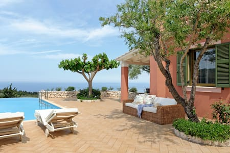 Villa Camelia with Private Pool - Tsoukalades