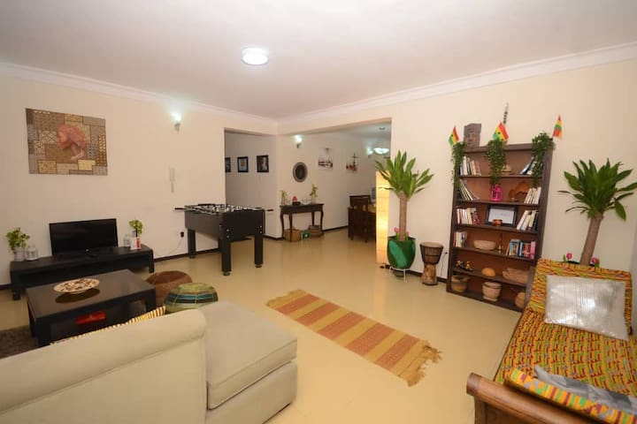 Bohemian- ENTIRE  serviced Apartment Gym and Pool