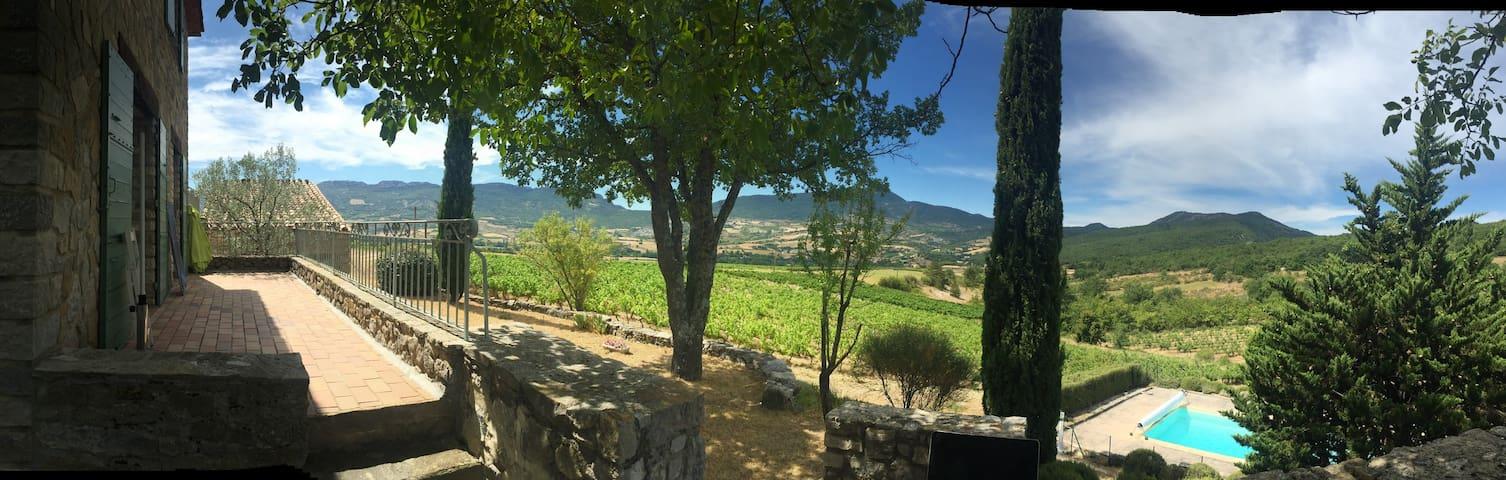Résidence de charme au milieu des vignes - Sainte-Jalle - Rumah
