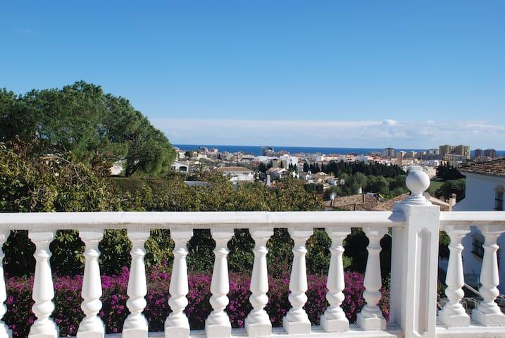 Villa with sea views & private pool, sleeps 12 - Mijas - Villa
