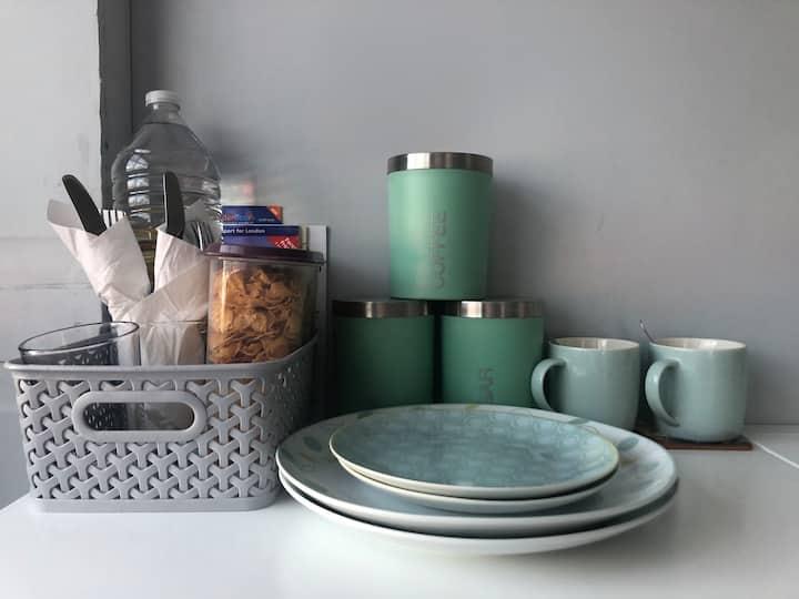 Clean Luxury Guest-suite 35 mins into City (train)