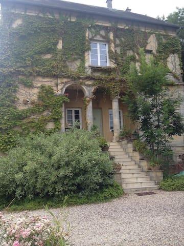 Chambre , salle de bains , salon - Tilly-sur-Seulles - Huis