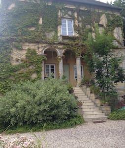 Chambre , salle de bains , salon - Tilly-sur-Seulles
