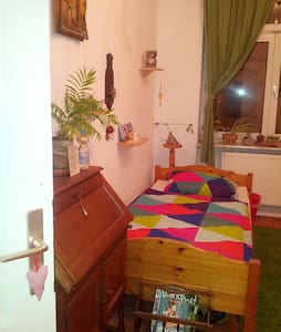 Gemütliches Zimmer in toller Lage u. Altbauwohnung - Appartement