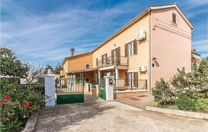 Beautiful home in Pula with 2 Bedrooms and WiFi
