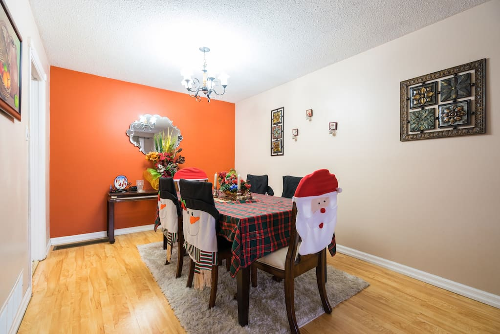 Bright room for 1 2 guests houses for rent in for Best private dining rooms mississauga