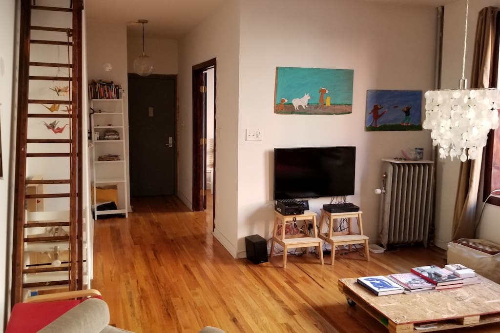 Living room with flatscreen TV, stereo system