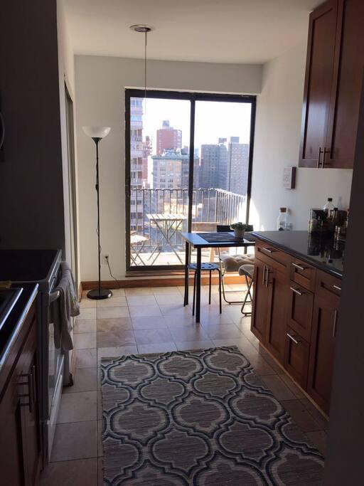 2 bedroom apartment w balcony in chelsea ny apartments for Balcony new york
