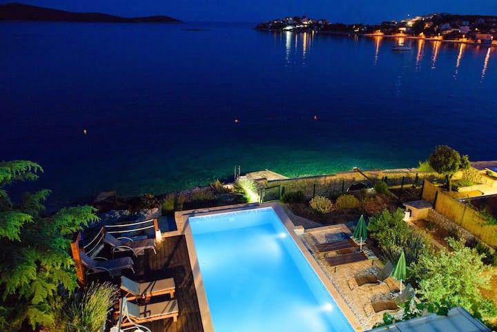 Villa Sanval., beachfront, heated pool, the view!