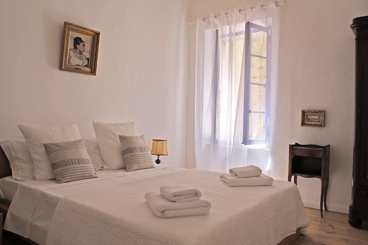 Kingsize Bed with Ensuite Bathroom - Lagrasse - Bed & Breakfast