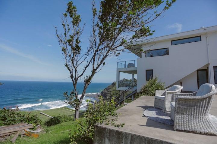 Seventies House Boho Loft with Ocean views!