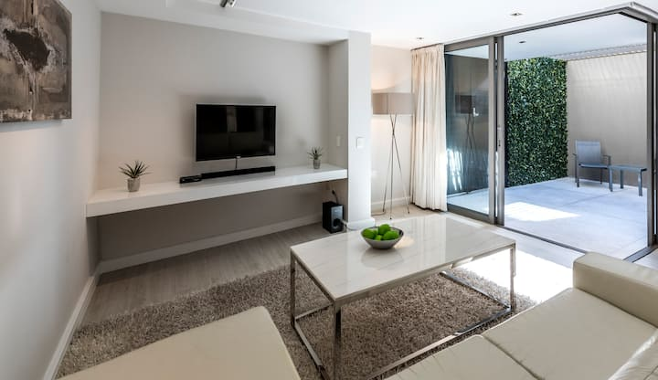 Modern and spacious Studio, 50 meters to Beach