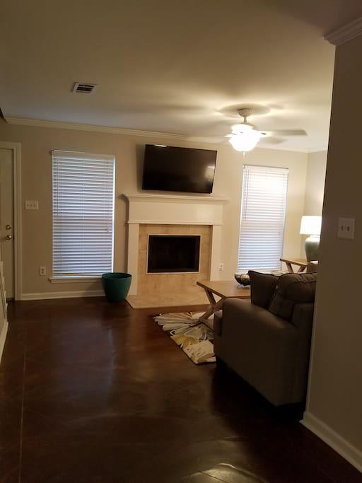 Fireplace, free wifi, & Apple TV