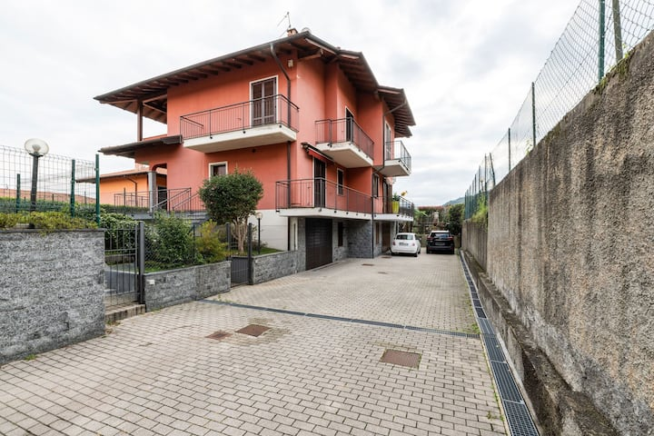 Cosy Holiday Home in Baveno with Lake nearby