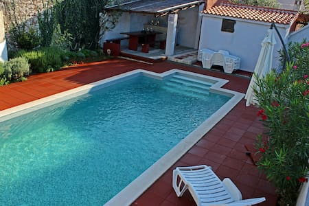 Apartment with heated pool for 2-6 people - Privlaka