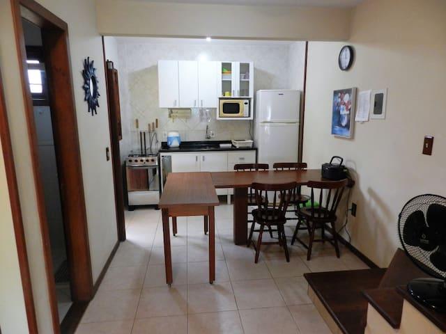 Sobradinho c/ 2 quartos na bela praia de 4 Ilhas - Bombinhas - House