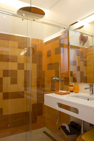 "Tour private bathroom with the warm colors of Viúva Lamego, the famous handmade ceramics. Walk-in shower with a great 50cm  ""rain"" !"