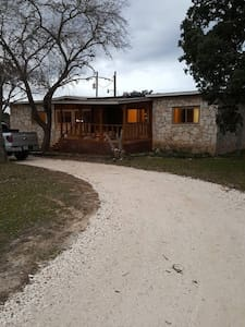Quiet Country Home to share - Boerne - House
