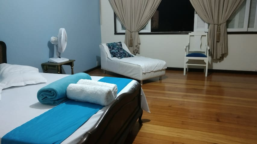 ( Room number 1) Room for couple or up to 4 people - Petrópolis - Casa