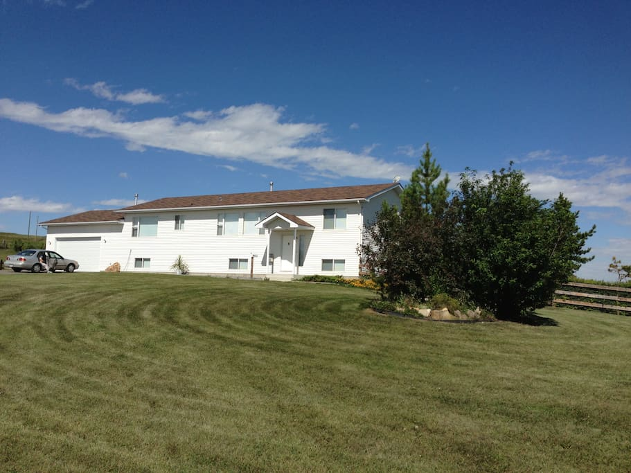 Farmhouse basement suite houses for rent in okotoks for Farmhouse basement
