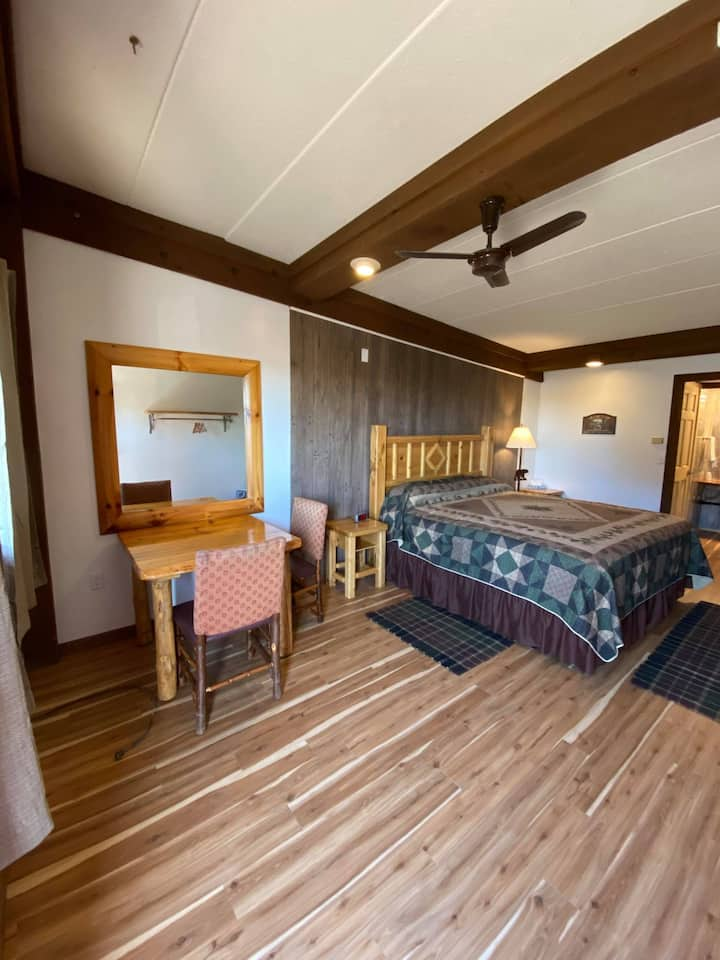 Phelps Lakeview Lodge RM2