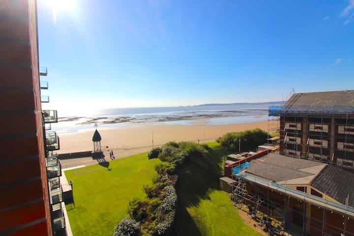 Luxury Apartment Overlooking The Sea