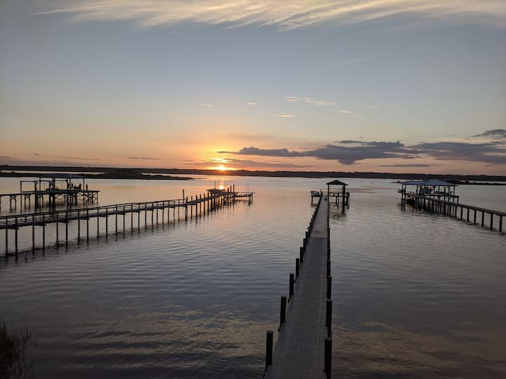 Directly on Intracoastal, Sunsets, Beach & Fishing