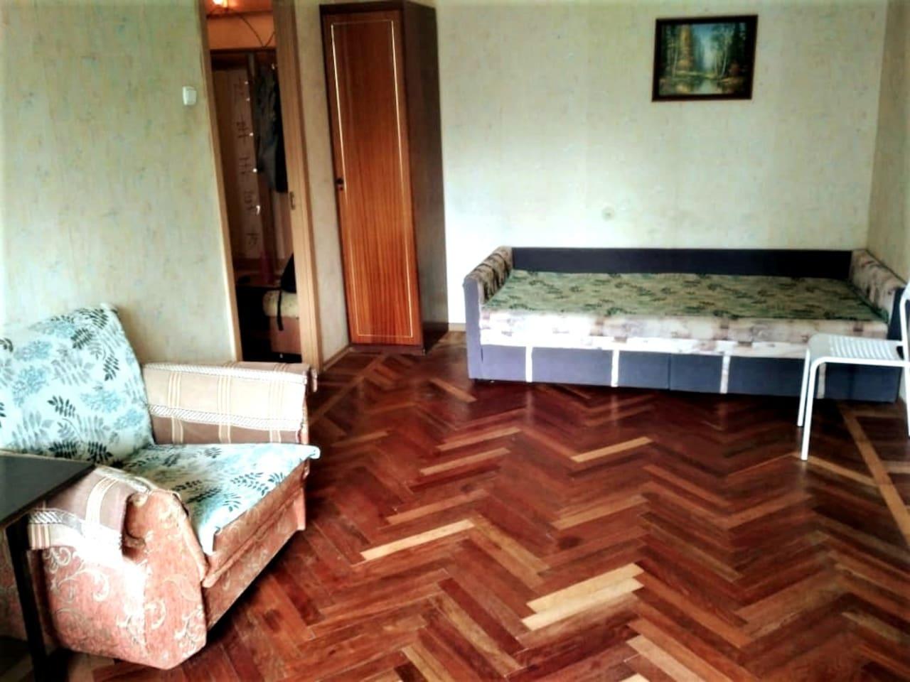 Квартира с огромной комнатой рядом с метро