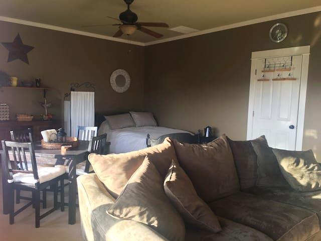 Lavender Refuge Room 2 - Private Guest Suite
