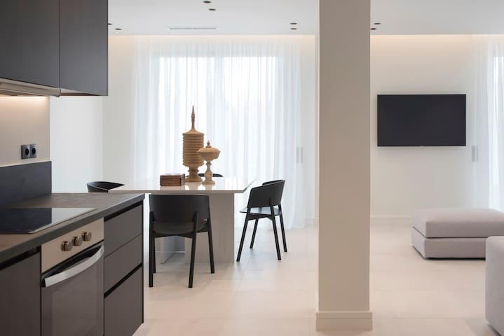 Glyfada South42 - Deluxe Apartment (B12)