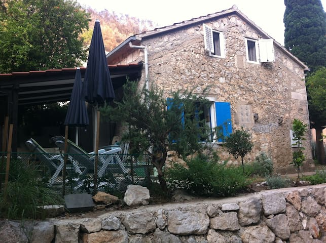 SUNNY COTTAGE, CLOSE TO DUBROVNIK -  Trstenik  - Hus