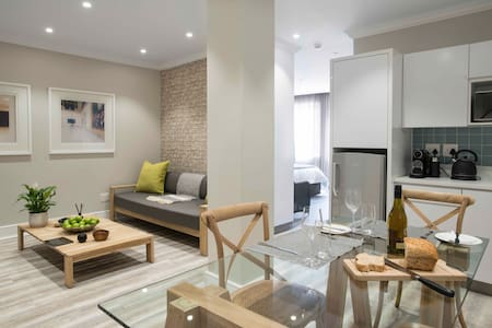 New Luxury Serviced Apartment - Best Location.