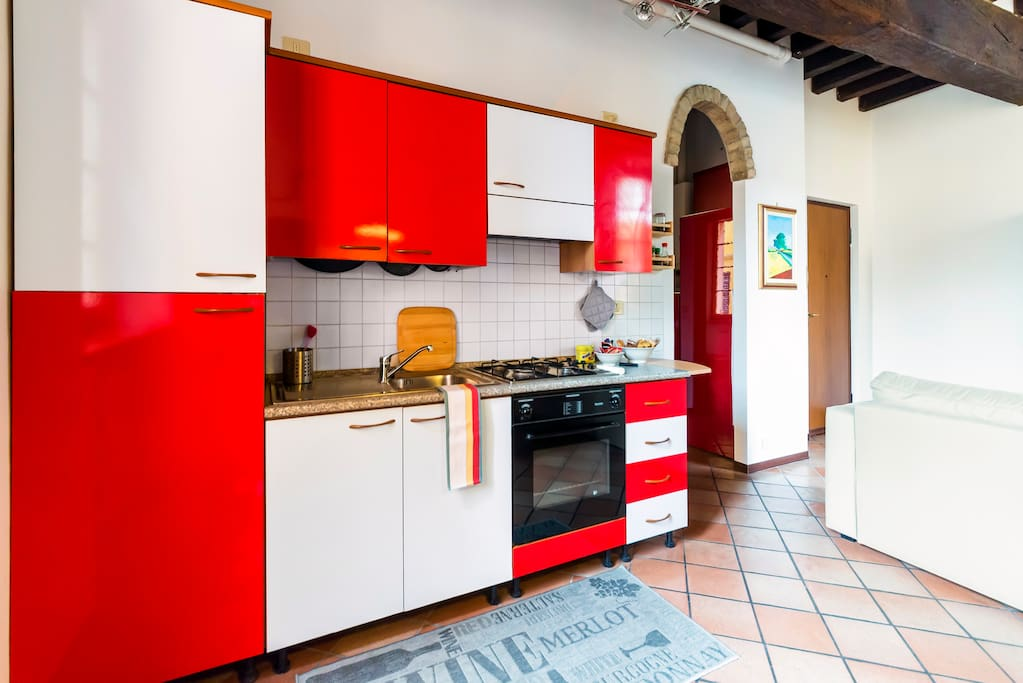 Fully equipped kitchen - Cucina completamente attrezzata