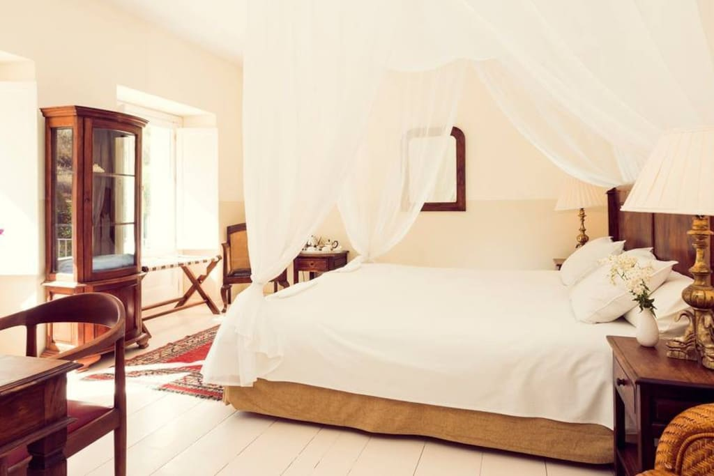 Fitted with the Egyptian linen covers, you are guaranteed to have a good night's sleep.