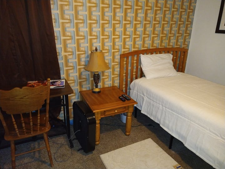 #1LF large home,fully furnished,cable/ WiFi/washer