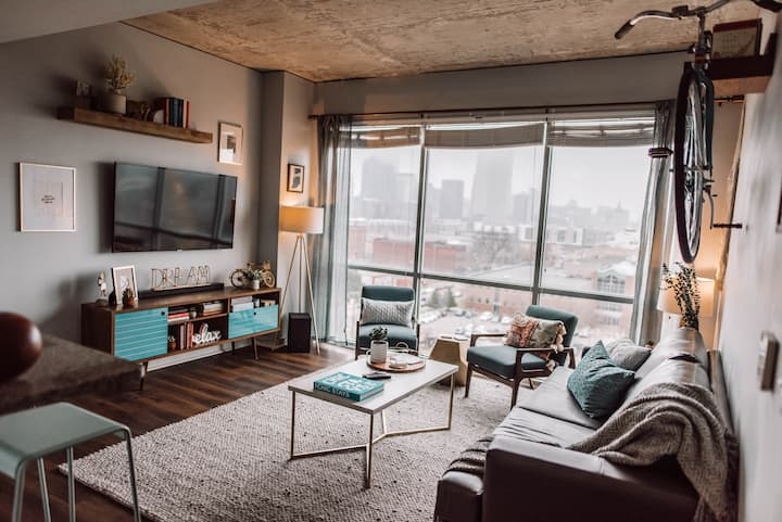 Best View of Indy, Urban 3BR Sleeps 9!