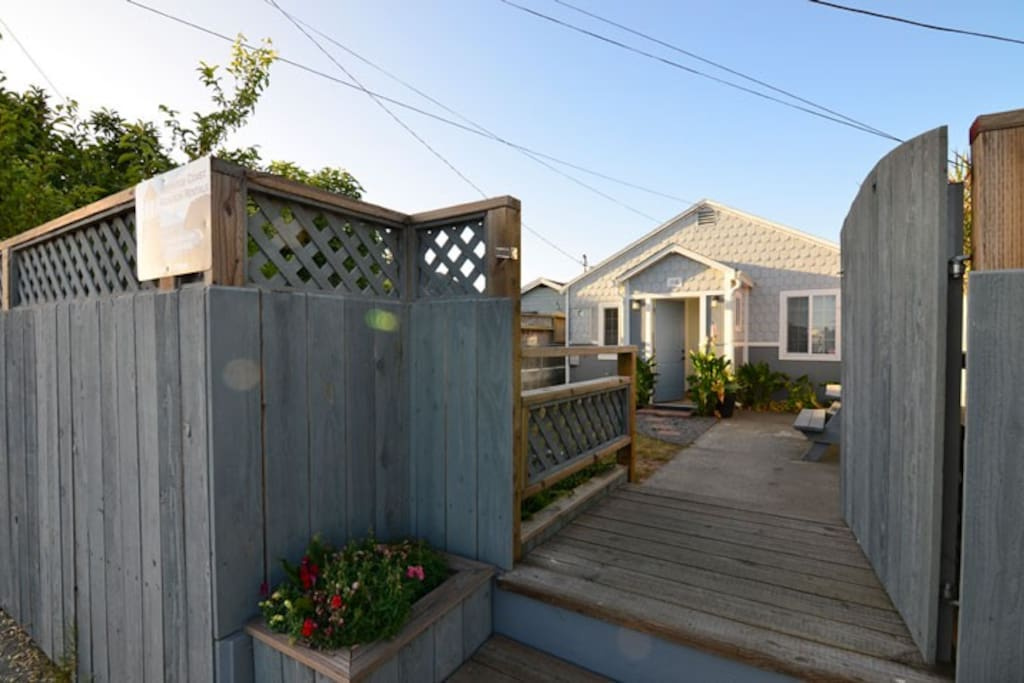 Shell cottage on the humboldt bay houses for rent in for Cabine eureka ca