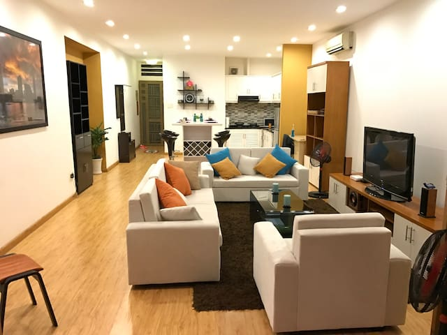 Spacious 1BR with private patio in Heart of D1 - Ho-Chi-Minh-Stadt