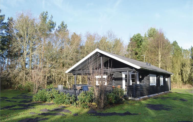Holiday cottage with 2 bedrooms on 74m² in Hals