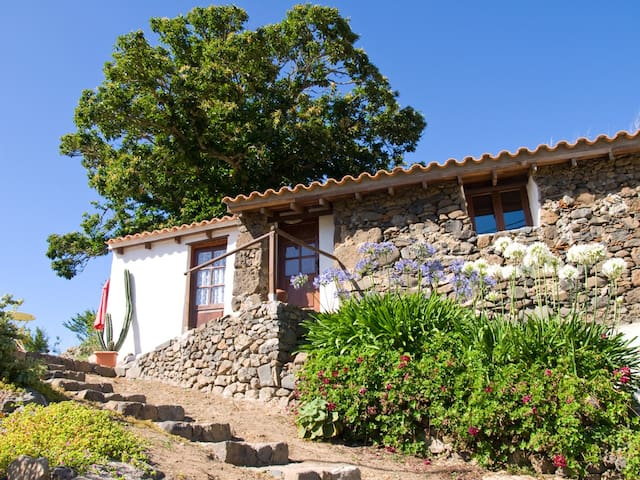 Cozy stone house in quiet place. Summer price 35/d - Teror - Huis