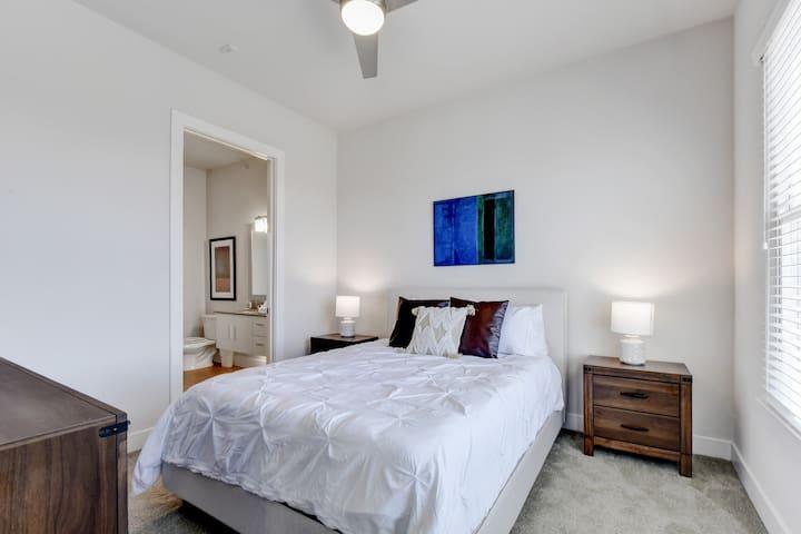 Super soft Queen bed with pillow & top mattress