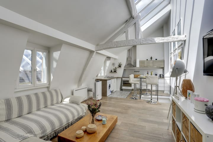 New and sublime loft center of Paris