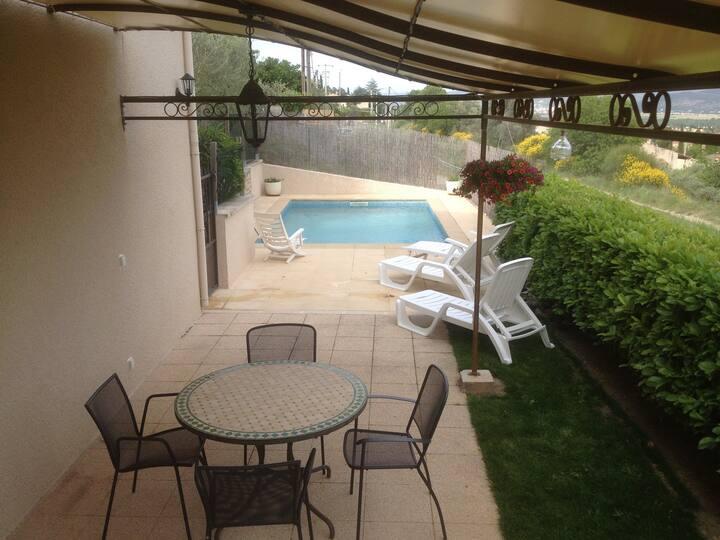Vacances au calme avec piscine dans le Lubéron