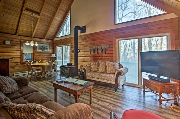 Wintergreen Home w/Deck - Near Skiing & Hiking!
