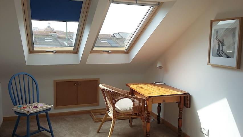 Spacious Ensuite Double Room near Brighton
