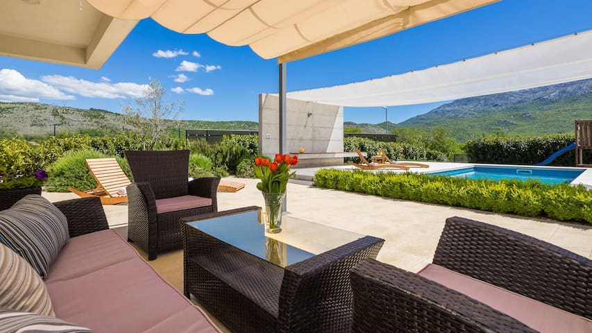 Stunning VILLA SOFIA with pool in Split hinterland