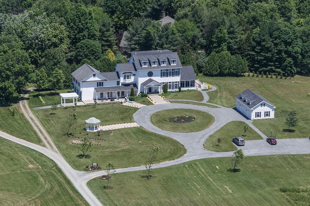 Aerial view of Loudoun Valley Manor.