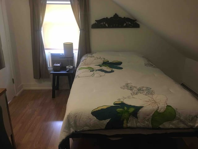 (ROOM4)3rd flr full size bed, off Wickenden St.