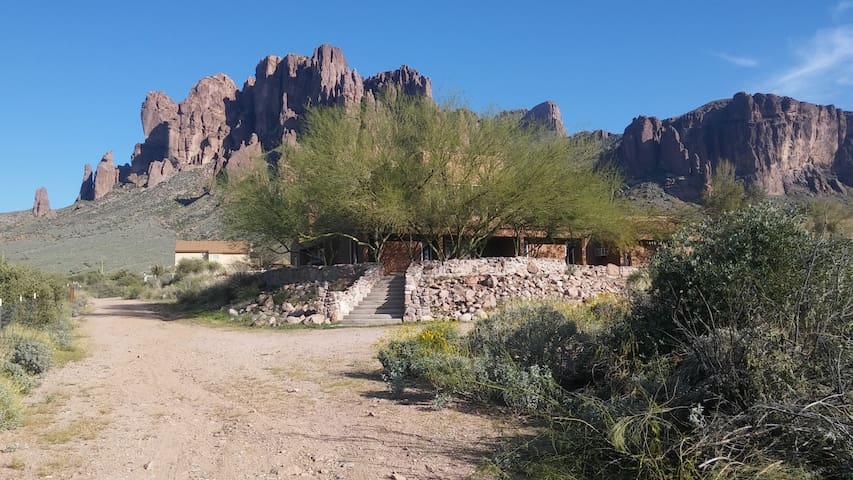Stunning Arizona Territorial Home at Lost Dutchman - Apache Junction - Dom